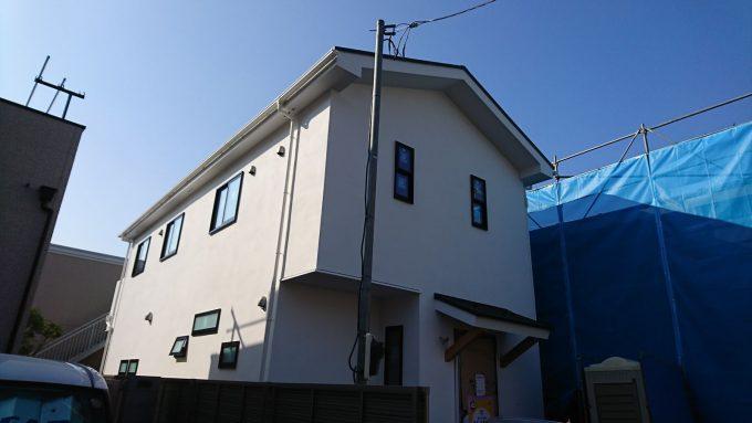 新築ジョリパットの塗り壁・白・左官仕上げ(マイルドプラスターランダム)