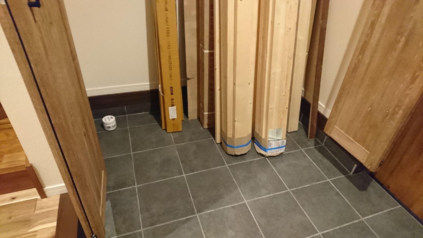 ない が 玄関 棚 【DIY】SPF×ディアウォールで玄関収納の棚を自作!