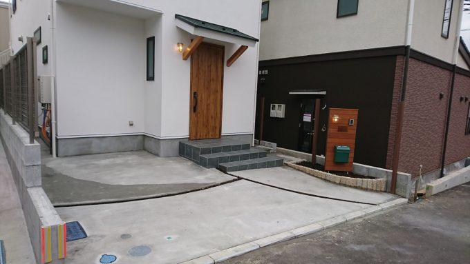 新築外構:全面コンクリート・北側玄関アプローチ&駐車スペース