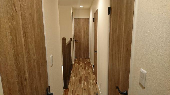 新築注文住宅2階廊下:幅910mm有効幅780mm狭い