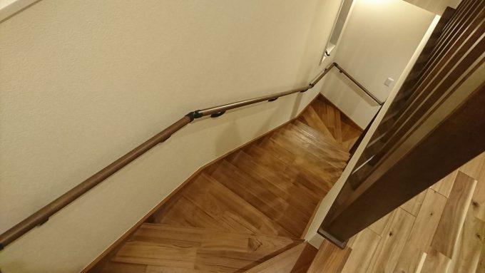 新築注文住宅・ボックス階段2階から1階を見下ろした写真