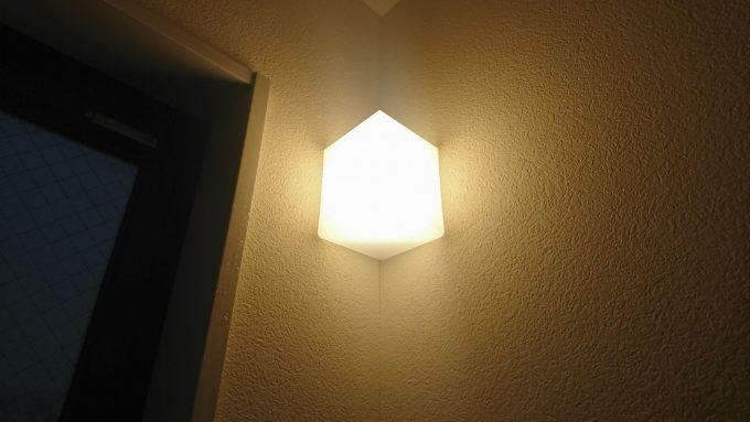新築戸建て・ボックス階段のライト・夜間点灯時の様子