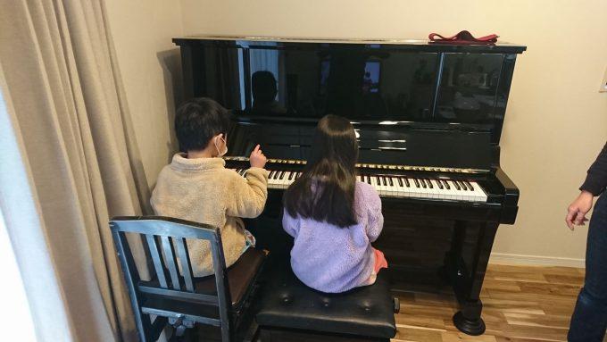 狭い新築リビングにアップライトピアノ設置