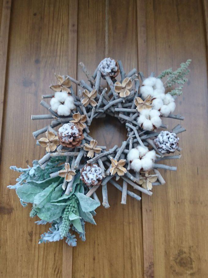 玄関リース冬・雪・小枝のリース
