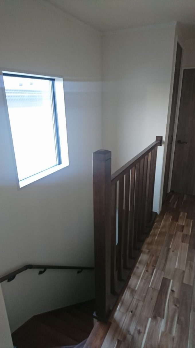 朝の階段吹き抜けの採光状況・明るさチェック