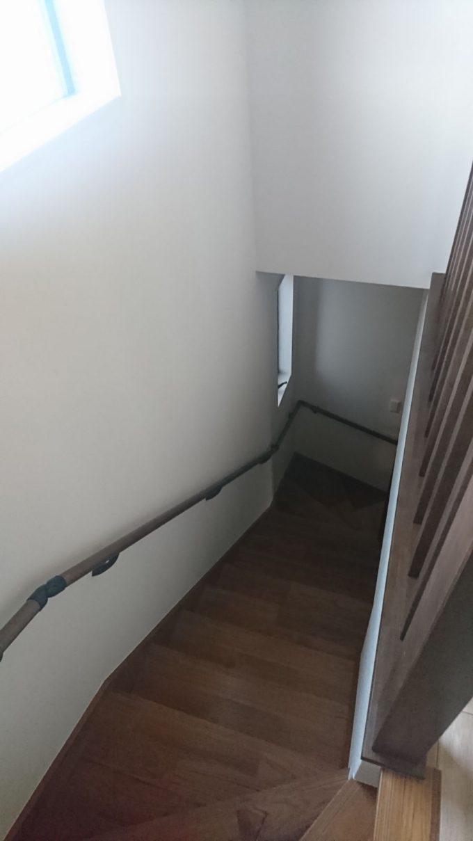 朝のホール階段の採光状況・明るさチェック