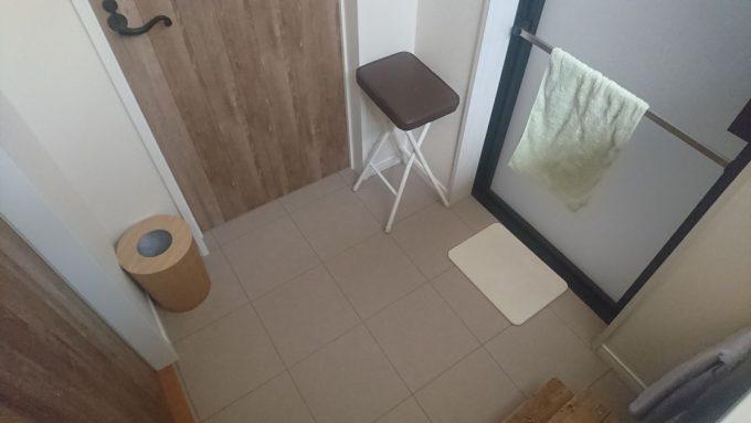 WEB内覧会・洗面室に折りたたみ椅子