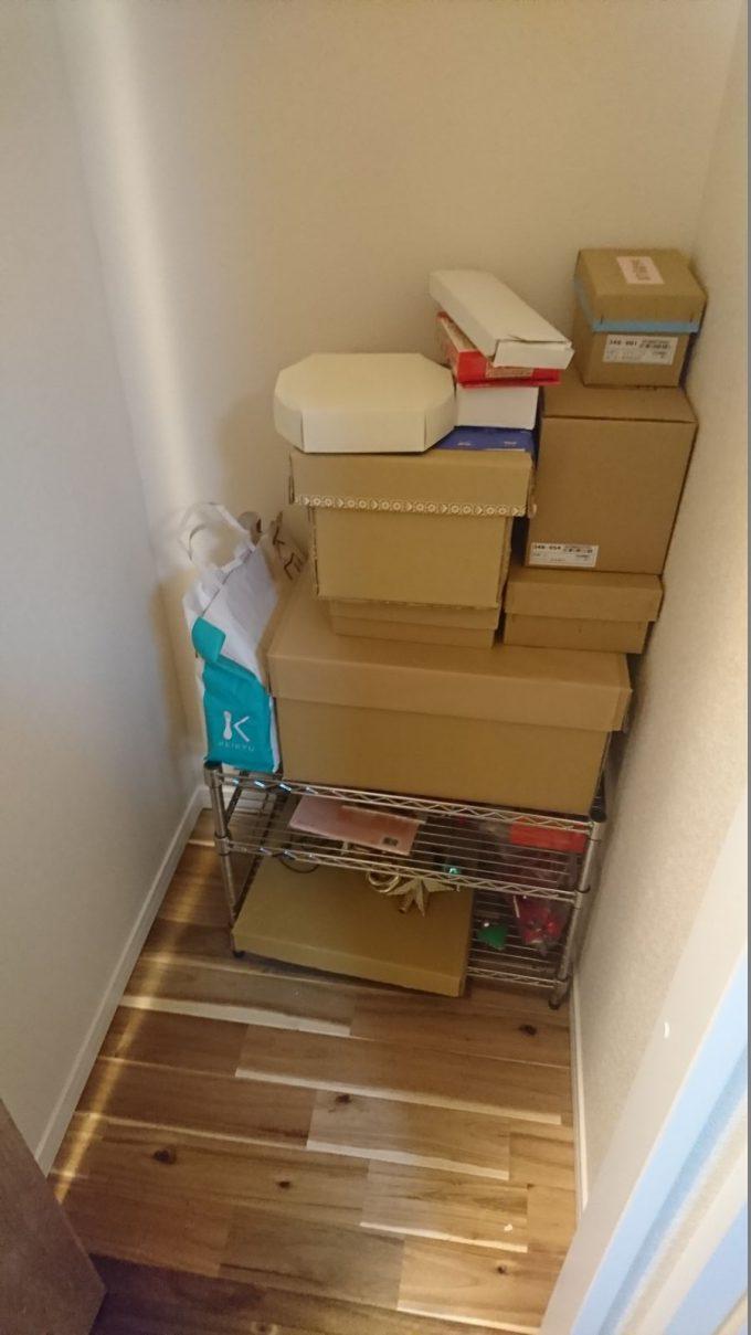 2階廊下0.5畳の狭い収納スペースを有効活用!ディアウォールで棚を自作!