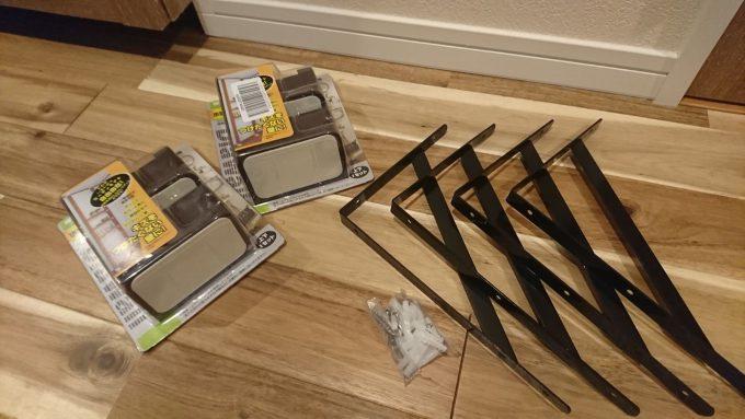 2階廊下0.5畳の狭い収納スペースを有効活用!ディアウォールで棚を自作!ディアウォールと棚受け金具