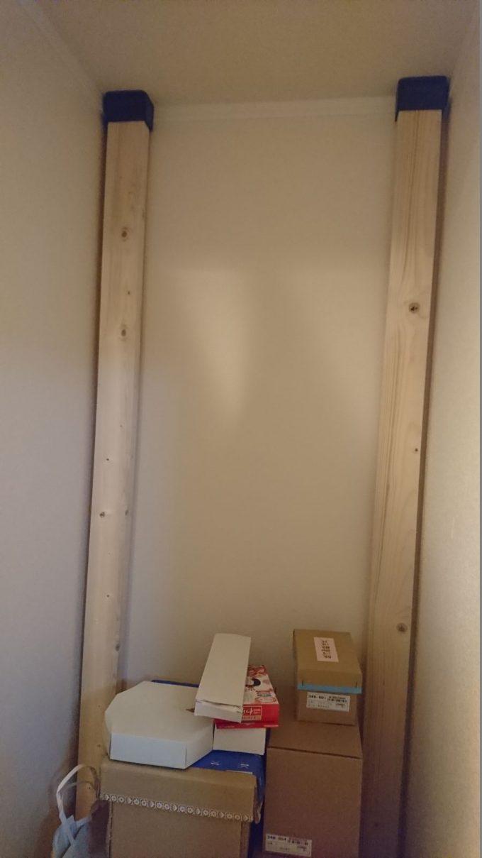 2階廊下0.5畳の狭い収納スペースを有効活用!ディアウォールで棚を自作!柱はSPF2×4材・長さ2400mm×2本を使用