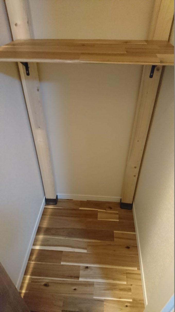 2階廊下0.5畳の狭い収納スペースを有効活用!ディアウォールで棚を自作!棚板はアカシアの床材の余りを使用