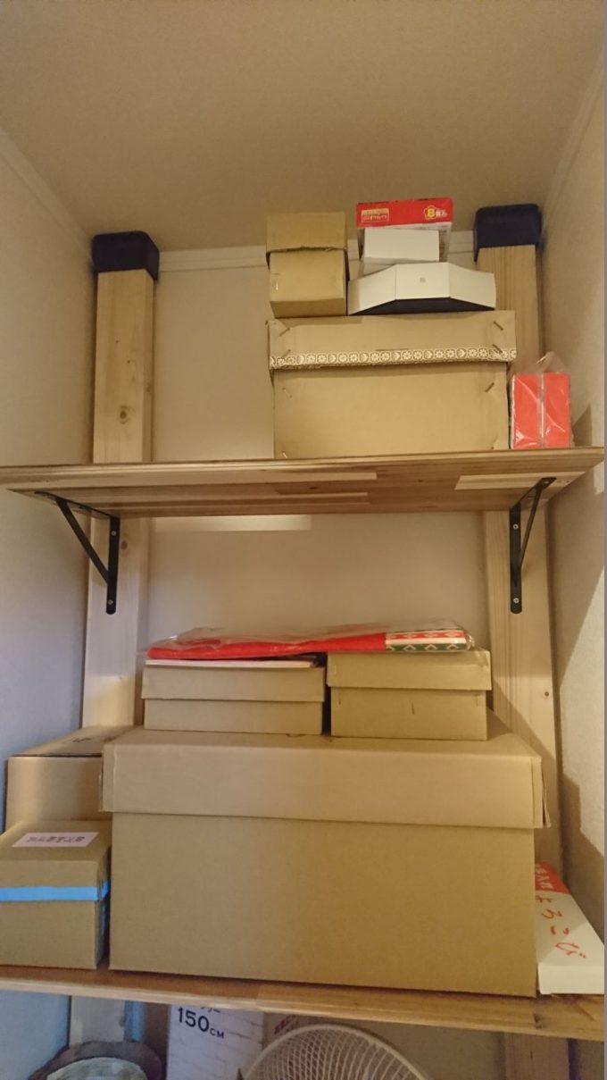 2階廊下0.5畳の狭い収納スペースを有効活用!ディアウォールで棚を自作!ひな人形や兜、クリスマスツリーなど季節ものの収納に大活躍!