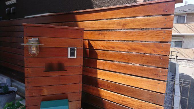 ウッドフェンス日射時間によって塗装の劣化具合がかわる