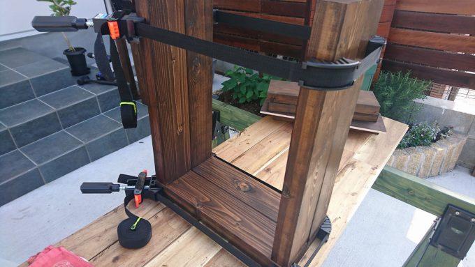 【DIY】寝室のナイトテーブルをSPFで作成・ベルトクランプで固定