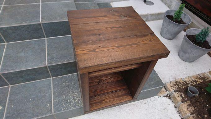 【DIY】寝室のナイトテーブルをSPFで作成・天板は木ダボ継ぎ、それ以外はコーススレッドで接合