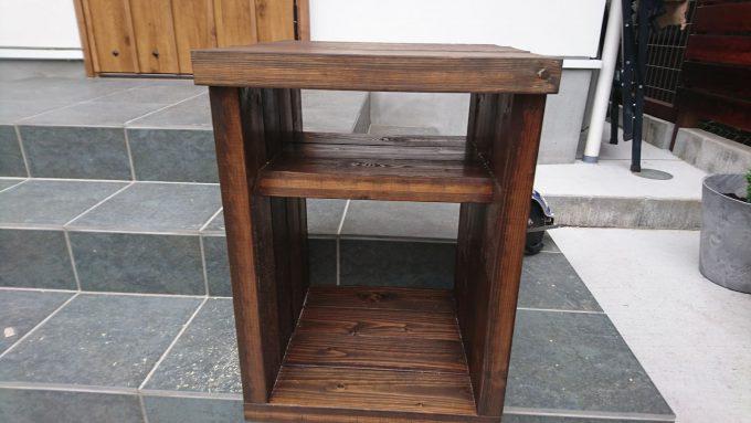 【DIY】寝室のナイトテーブルをSPFで作成・冗談はノートPCやipadを収納、下段はA4サイズが立ててしまえる本棚として