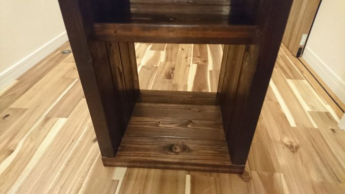 【DIY】寝室のナイトテーブルをSPFで作成・SPF1820mm4本分なので重たいが安定