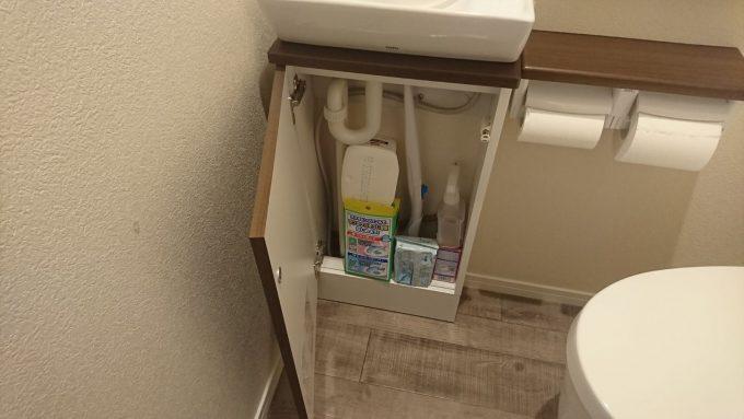WEB内覧会1階トイレ手洗い下収納TOTO製・収納内部