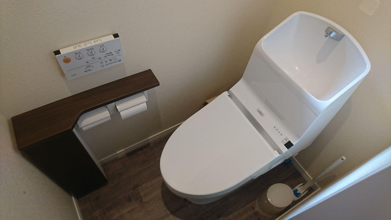 「タンク式トイレ 狭い」の画像検索結果