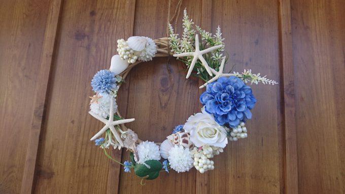 【玄関リース】花と貝殻・サンゴの海っぽい夏リース