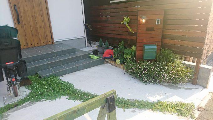 オープン外構にヒメイワダレソウと花壇2