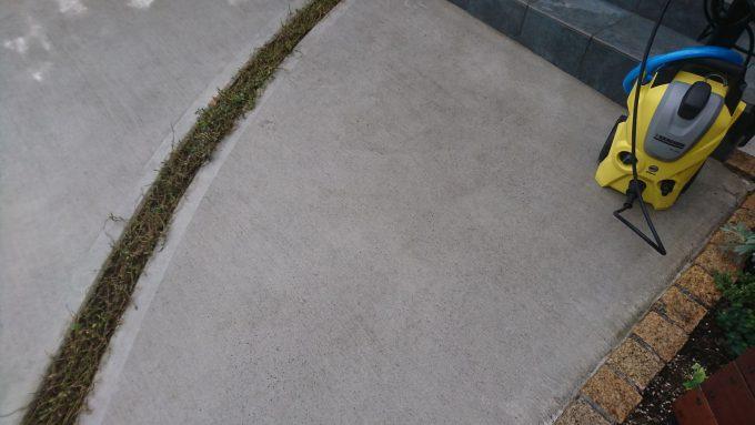 高圧洗浄機ケルヒャー(静音タイプ)で玄関アプローチのコンクリート洗浄