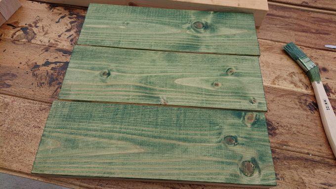 【DIY】スツール天板の1×4材をグリーンに塗装