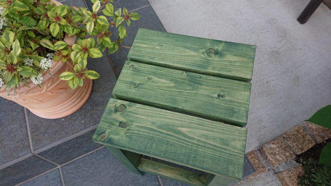 ガーデニング用木製スツール・真上から天板チェック