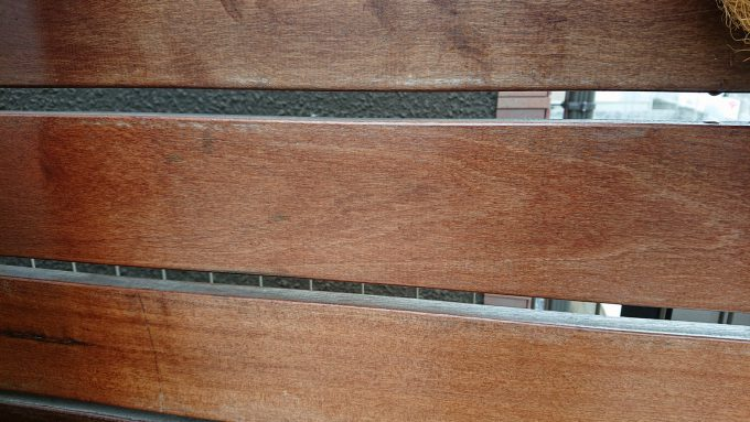 イタウバ製ウッドフェンス塗装メンテナンス・オイルステインが剥げかかったフェンス